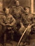 «Сего числа остаюсь в здоровии. 1916 года сентября 22 дня». Георгиевский кавалер, приказный ОКВ Сидельников (слева), И.Придаников, М.И. Головин (справа)