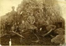 Казаки п. Краснинский на заимке, в центре – хорунжий Г.И. Медведев